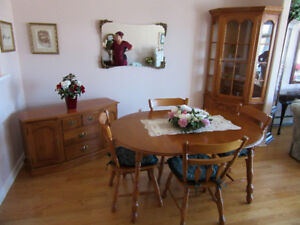 8 Pc. Beautiful solid Roxton maple Dining Room set  for sale