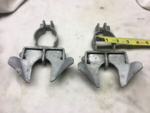 2 BUTTERFLY CHAIN LINK GATE LATCHES