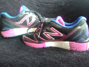 Women's New Balance Sneakers (like new)