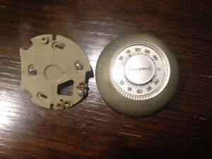 Honeywell Thermostat no battery needed