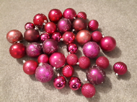 FREE Christmas Tree Pink Baubles