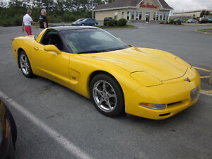 2002 Chevrolet Corvette Coupe (2 door)