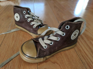 Toddler size 1 Converse