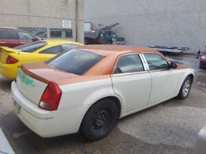 *********** MUST SELL 2006 CHRYSLER CUSTOM 300 S ***********