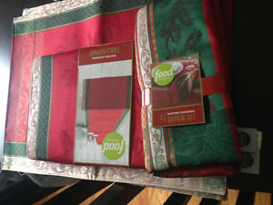 Food network xmas tablecloth set runner, placemats, napkins