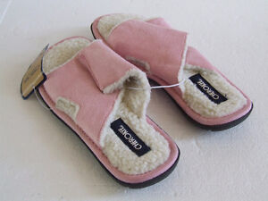Women's pink cozy sandals slippers Size 4 New with tags