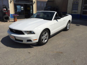 2012 Ford Mustang Convertible   305 HP - V6   AUTOMATIC