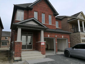 """9"""" ceiling 4 bedroom detached home in North Oshawa for rent."""