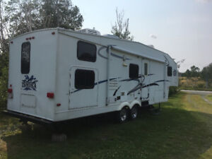 2005 Thundra 5th Wheel.