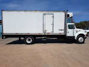 1999 International 22.5ft box thermoking reefer DT466