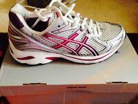 BNIB ASICS Gel GT2140 Running Shoes Size 5.5
