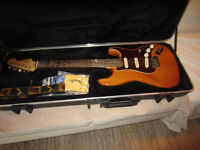 Mint2012 USA Fender Stratocaster Deluxe ,Fender Case,Candy,$1800