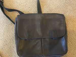 Fossil Brand Leather Purse/Messenger Bag