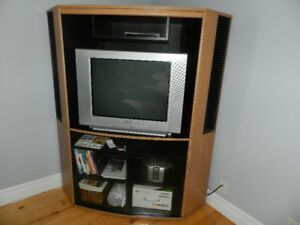 Moving out sale – 27'' Sony Trinitron TV with corner unit