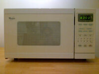 Whirlpool microwave-microondes. Very clean-Très propre. Plateau