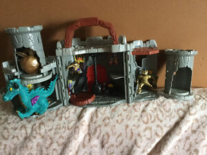 FISHER PRICE CASTLE EXCELLENT CONDITION.