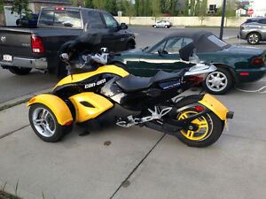 Spring is almost here - Can Am Spyder 2008 Premiere Edition