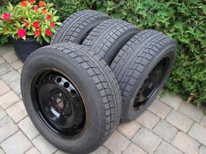 4 pneus hiver P195/65/15 sur jantes 5 trous