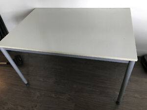 ◆◆◆ very solid TABLE like new condition