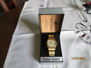 PULSAR MEN'S GOLD/STAINLESS STEEL WATCH w ORIGINAL CASE London Ontario image 4