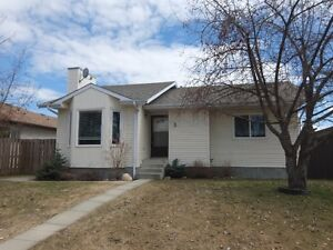 RE/MAX advantage (whitecourt) 3 Lyons Crescent MLS 42910