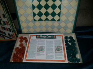 Rare kings court checkers board game