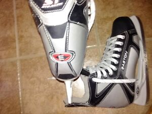 Easton size 12 mint for sale