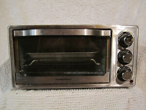Stainless Steel Hamilton Beach Toaster Oven / Four Grille-Pain
