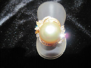 STUNNING GOLDEN SOUTH SEA PEARL & DIAMOND RING. NEW!