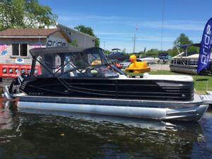 New Non-current Crest Pontoon PRICED TO SELL !!!