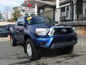 2015 Toyota Tacoma SR5 / 4.0L V6 / Auto / 4x4 **Mint!!**