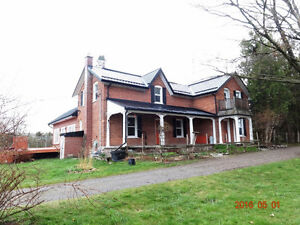 Spacious 4 Beds Farm House with Barn near Peterborough for Rent