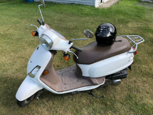 2009 Sym Scooter, 125 cc, only 2000 km