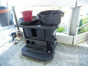 Antique Small Cast Iron Stove, display well, Parts missing