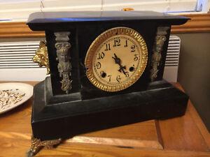 Vintage, horloge ancienne, c'est une vrai antiquité