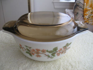 OLD VINTAGE MADE-in-ENGLAND PYREX CASSEROLE with COVER