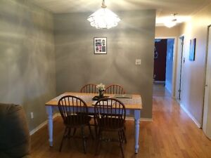 FANSHAWE - 1 Room Left! Awesome 5 Bdrm House 2 Mins to Campus London Ontario image 2