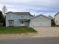 Big Land Realty - 3 Mealy - Spacious Home with Games Room