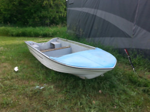 14' fiberglass fishing boat