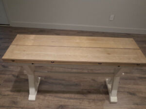Dining table with foldable leaves
