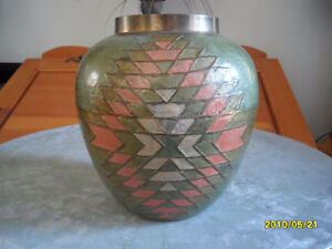 Magnifique Pot antique en cuivre avec dessin sur émail