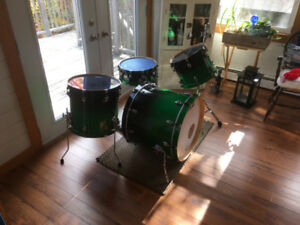 Ayotte Velvet 4 piece drum kit, hardware and cymbals for sale.