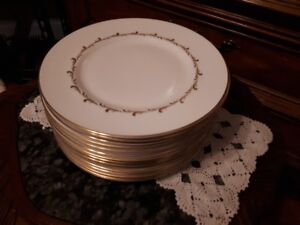"Royal Doulton  ""Rondo"" set of 17 dinner plates"