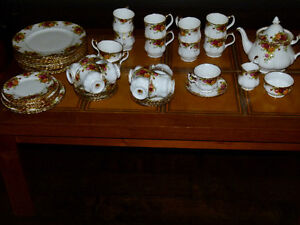 Old Country Roses set circa 1973  - Price Cut!