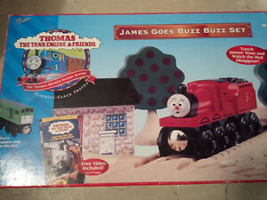 JAMES GOES BUZZ BUZZ - Thomas Tank Engine Original Set