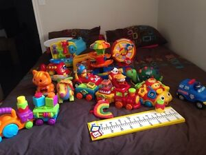 Jouets : trotteur , autos , table , veilleuse Fisher price ,...