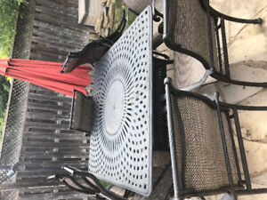 """Gorgeous 64""""cast aluminum patio set including 8 chairs"""