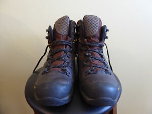 GARMONT WOMEN'S ALL LEATHER HIKING BOOTS