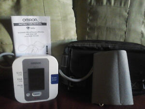 OMRON Auto Inflate Blood  Pressure Monitor . Excellent conditio.