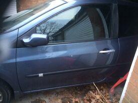 Renault Clio mk3 door ( passenger side )